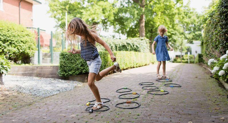 Los beneficios de jugar al aire libre y en espacios abiertos