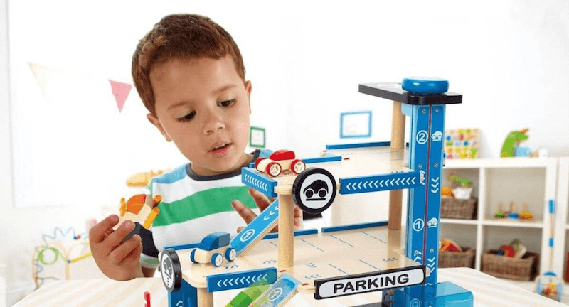 Los beneficios de jugar con un parking de juguete